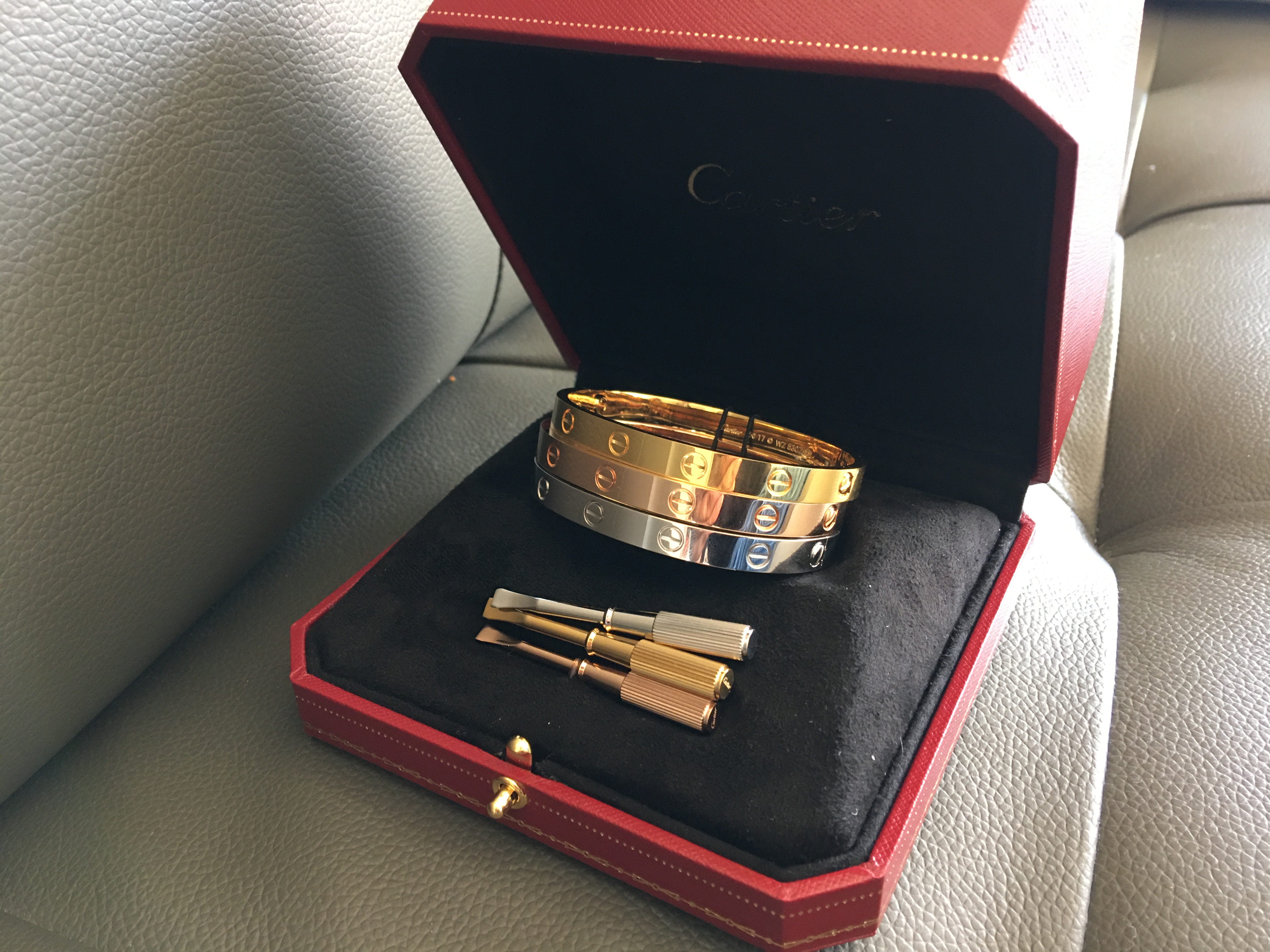 Real 1:1 Cartier LOVE Bracelet at the best prices for sale! great savings~ fast worldwide shipping!