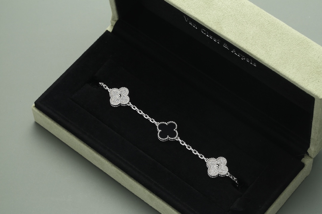 Van Cleef Alhambra 5 motifs in white gold and black onyx